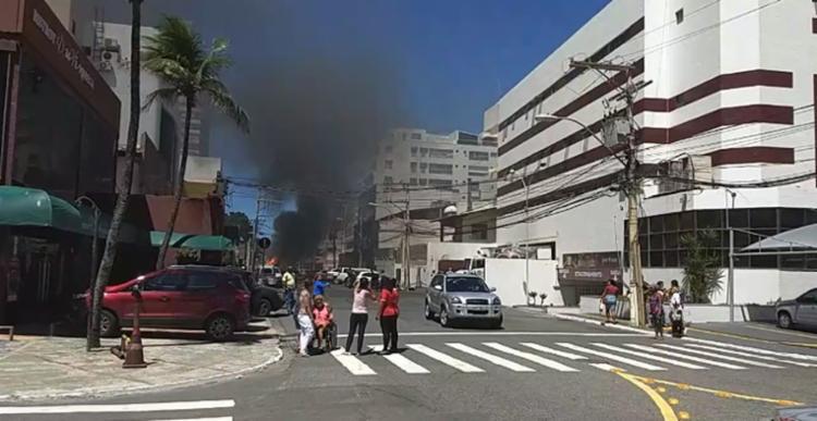 Ainda não há informações sobre o que causou o incêndio - Foto: Cidadão Repórter   Via Whatsapp