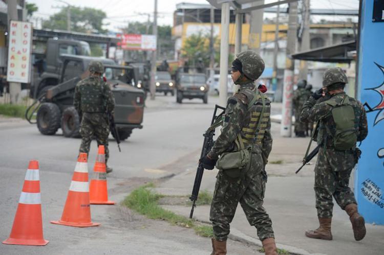 Forças Armadas durante operação na Vila Aliança, em Bangu, zona oeste do Rio - Foto: Tomaz Silva l Agência Brasil