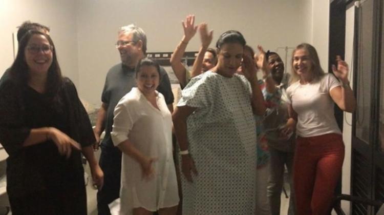 Momentos antes do parto, a cantora publicou um vídeo dançando axé na maternidade - Foto: Reprodução