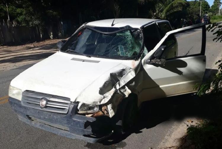 Vítima foi arremessada da moto após a colisão - Foto: Reprodução | Radar64