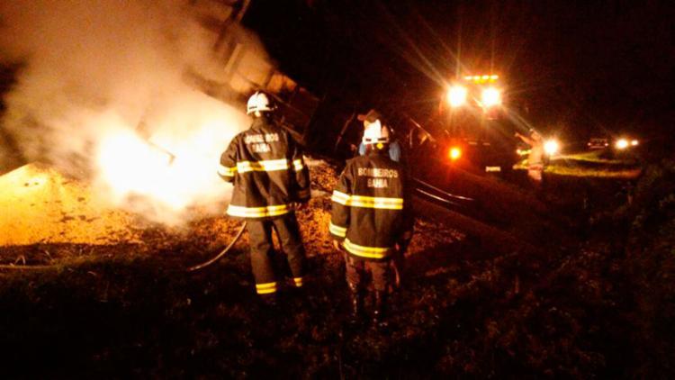 Não há informações sobre a causa do incêndio - Foto: Divulgação | Corpo de Bombeiros