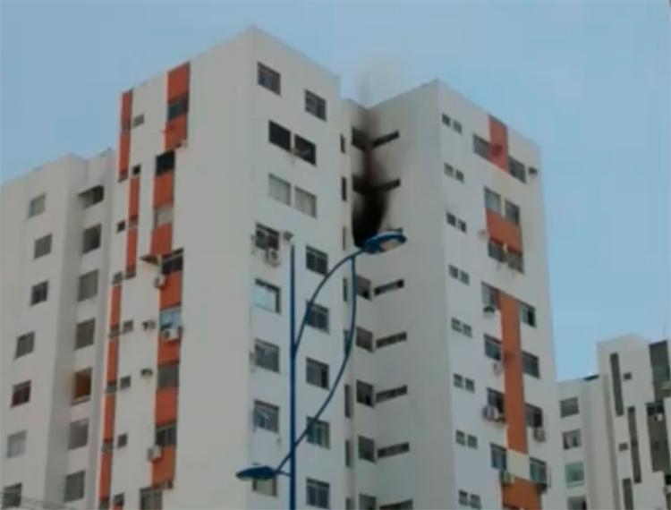 Incêndio começou por volta das 12h40 no Edifício Baraé - Foto: Reprodução