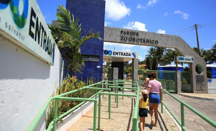 Vagas na área de medicina veterinária serão para atuar no Jardim Zoológico de Salvador - Foto: Joá Souza | Ag. A TARDE | 30/12/2015