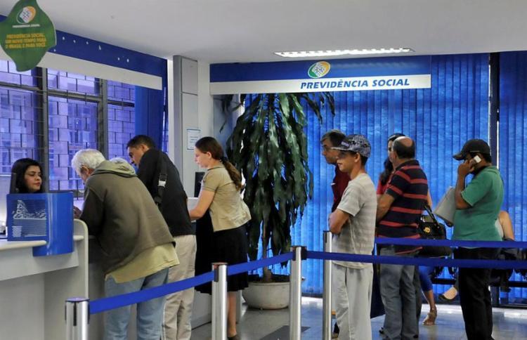 Procedimento é feito diretamente no banco em que o beneficiário recebe o dinheiro - Foto: Antonio Cruz | Agência Brasil | Divulgação