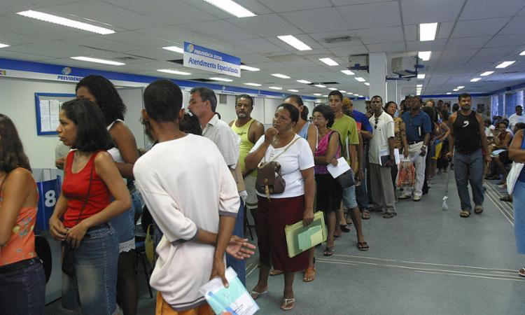 Aposentados e pensionistas do INSS têm até dia 28 para atualizar cadastro