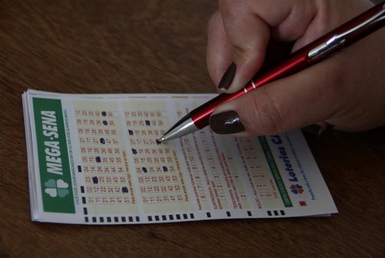 As apostas podem ser feitas nas lotéricas até as 18h (horário da Bahia) - Foto: Joá Souza | Ag. A TARDE