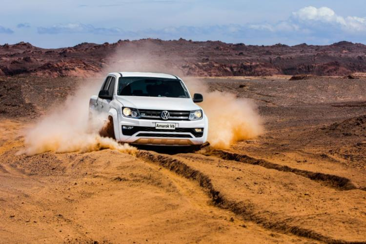 Motor 3.0 V6 (225 cv e 56,1 kgfm de torque) faz Amarok atravessar desertos com tranquilidade - Foto: Divulgação