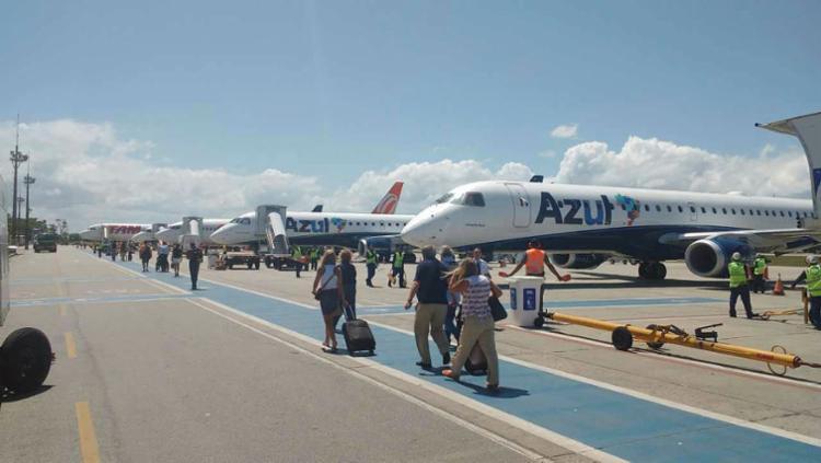Homem passou mal após entrar em avião no aeroporto de Porto Seguro - Foto: Secom | Divulgação