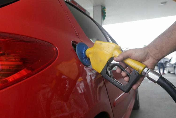 Na Bahia, o litro da gasolina subiu, em média, de R$ 3,658 para R$ 3,684 - Foto: Adilton Venegeroles | Ag. A TARDE