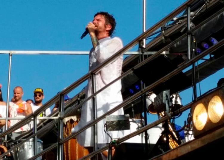 Saulo cantou sucessos da época da banda Eva e também músicas que fazem parte da história da Axé Music - Foto: Thaís Seixas | Ag. A TARDE