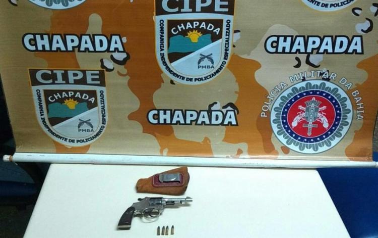Com os criminosos foi apreendido um revólver calibre 22 e munições - Foto: Divulgação | SSP-BA