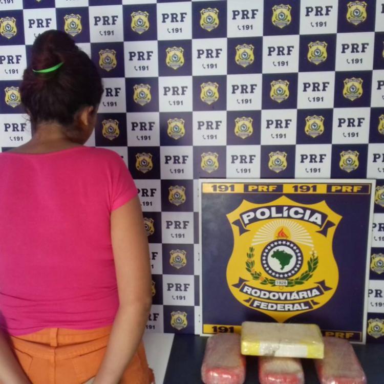 Ela responderá por tráfico de drogas - Foto: Divulgação | PRF