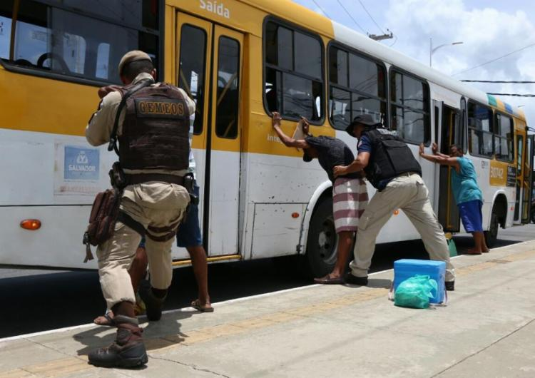 Segundo a SSP-BA, foi preso um assaltante de ônibus por dia no mês de janeiro - Foto: Alberto Maraux   SSP-BA