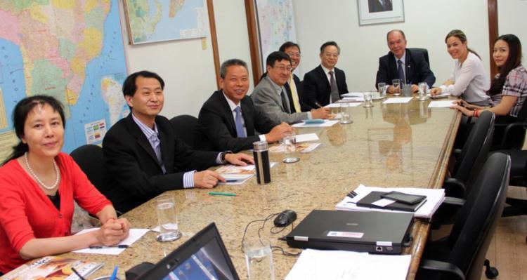 Representantes das empresas estatais chinesas CRCC e CR20 estiveram reunidos com o secretário João Leão - Foto: Secom Gov-BA | Divulgação