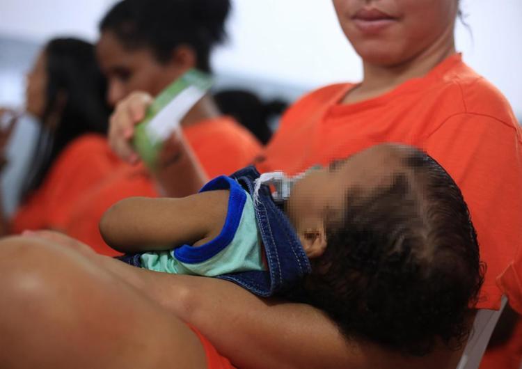 Ao menos 4 mil mulheres encarceradas preventivamente podem ser beneficiadas com a determinação - Foto: Joá Souza l A TARDE l 25.07.2016