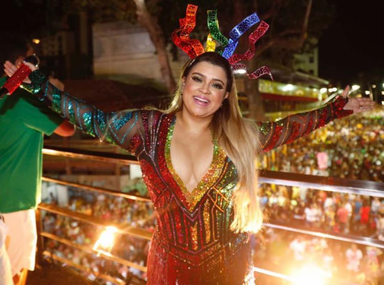 Além de comandar camarote, a cantora também vai desfilar por aqui - Foto: Felipe Panfili | Divulgação