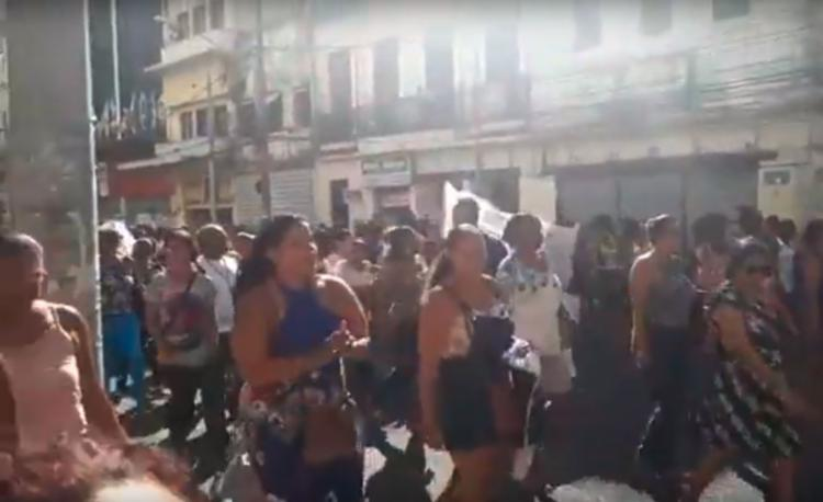 Trabalhadores saíram da Praça da Piedade com destino à Praça Municipal - Foto: Otávio Aranha | Cidadão Repórter