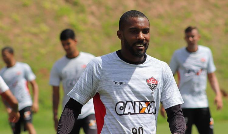 Rhayner é peça importante no meio-campo rubro-negro - Foto: Maurícia da Matta l EC Vitória