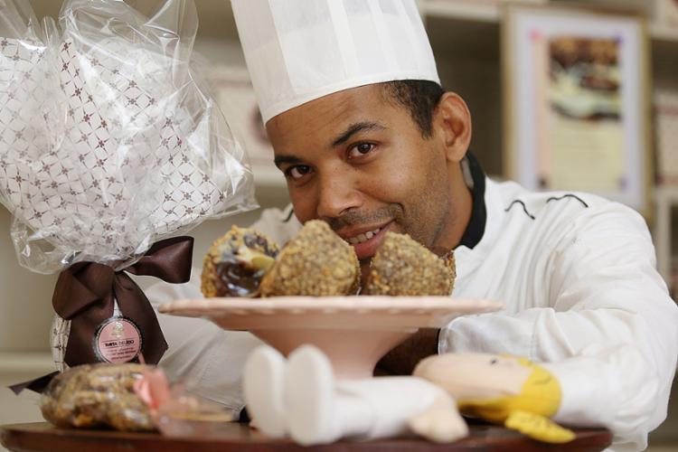 Sacramento, da Torta Delírio, inova com sabores como churros e brownie - Foto: Adilton Venegeroles l Ag. A TARDE