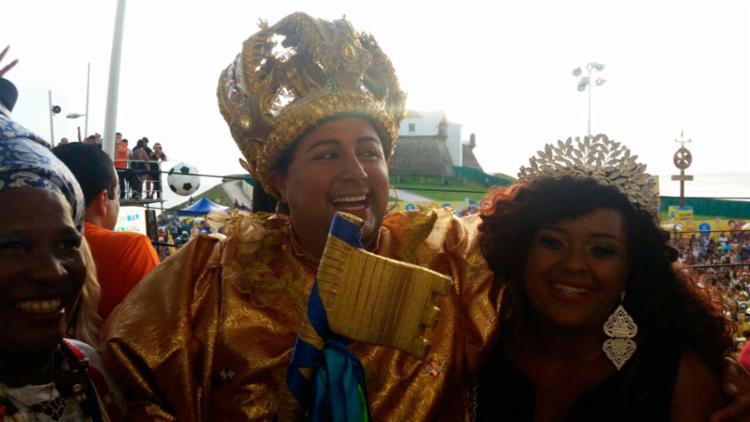 Rei Momo acompanhou o desfile do trio sem cordas comandado por Claudia Leitte, o primeiro a sair no circuito Dodô - Foto: Thaís Seixas | Ag. ATARDE
