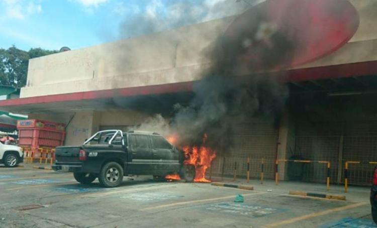 Causas do incêndio são desconhecidas - Foto: Cidadão Repórter   Via WhasApp