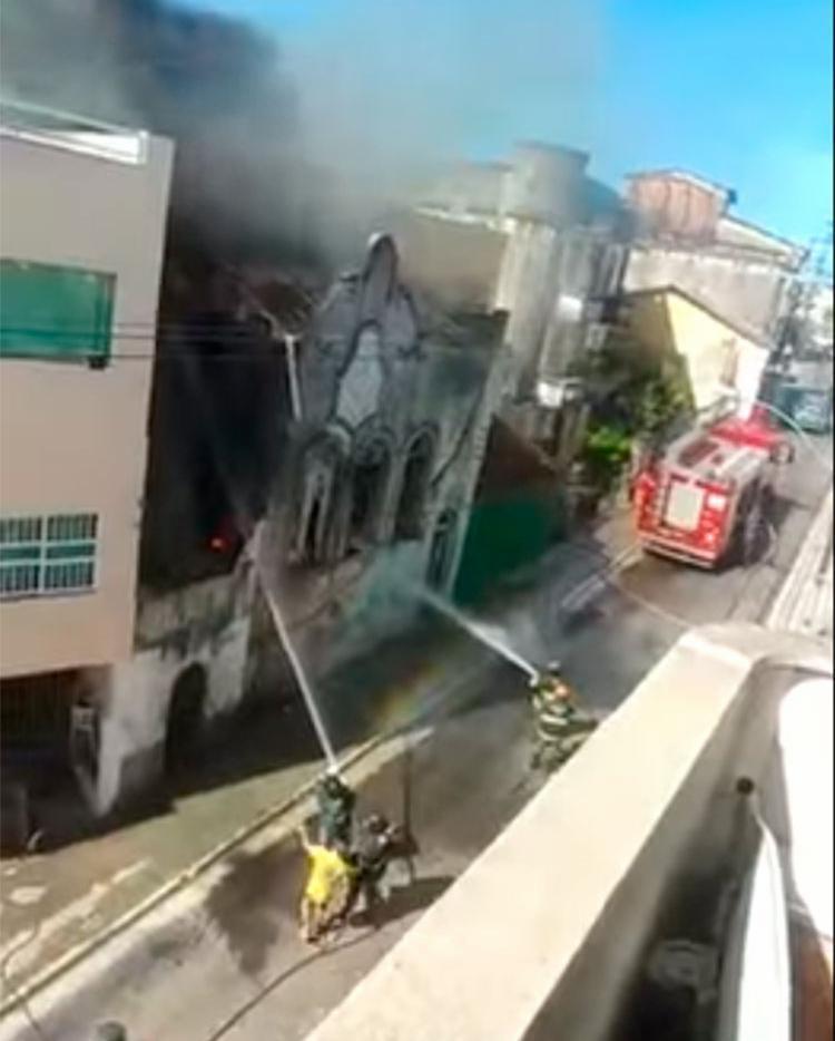 Incidente aconteceu em uma residência na Rua da Fonte do Gravatá - Foto: Reprodução   YouTube