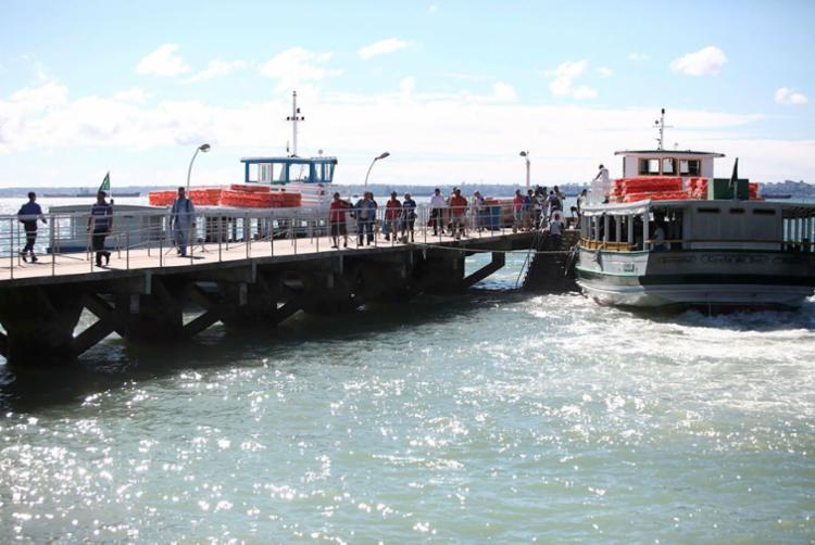 Apesar do movimento, passageiros encontram embarque imediato na ilha de Vera de Cruz - Foto: Joá Souza | Ag. A TARDE | 29.08.2017