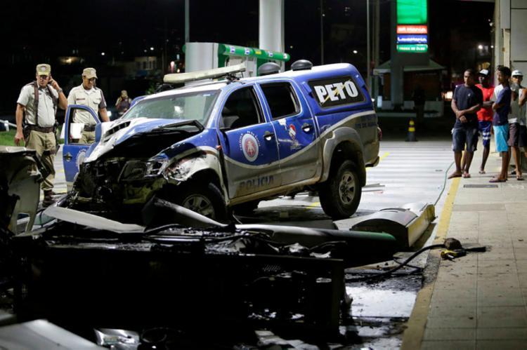 Quatro policiais ficaram feridos - Foto: Adilton Venegeroles   Ag. A TARDE