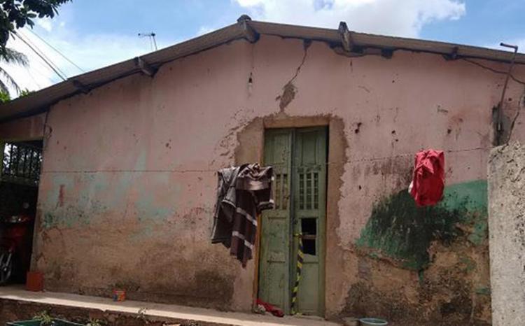 Homens encapuzados invadiram a casa pela porta dos fundos - Foto: Euzeni Daltro l Ag. A TARDE