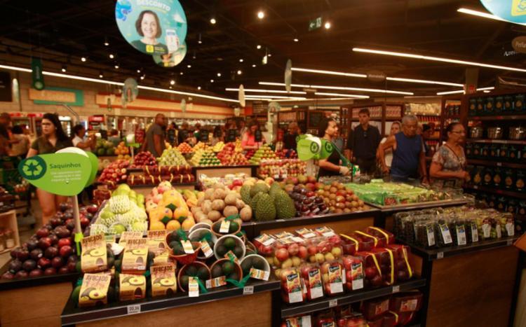 Lista de compras voltou a ser incrementada com mercadorias um pouco mais caras - Foto: Alessandra Lori | Ag. A TARDE | 14.11.2017