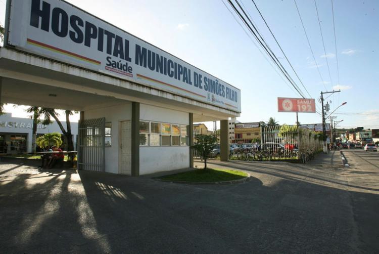 Um dos suspeitos foi socorrido no Hospital Municipal de Simões Filho, mas não resistiu - Foto: Joá Souza | Ag. A TARDE
