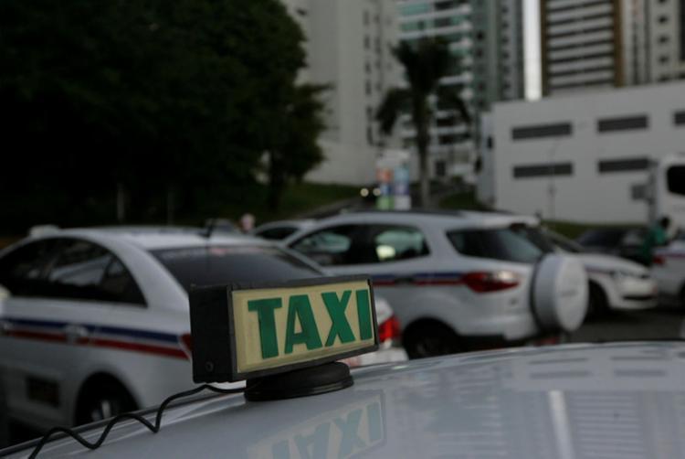 A medida foi autorizada pela Prefeitura e é opcional para taxistas - Foto: Mila Cordeiro | Ag. A TARDE