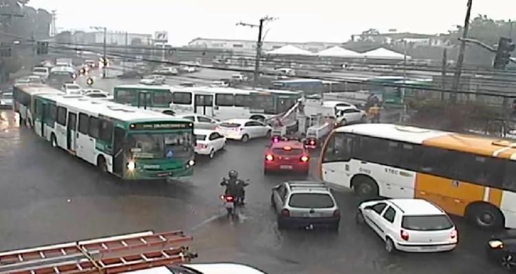 Fluxo de veículos segue lento nos dois sentidos do Largo da Calçada - Foto: Divulgação | SSP