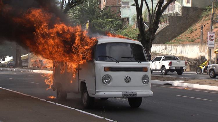 A causa do incêndio é desconhecida e será investigada - Foto: Reprodução   TV Bahia