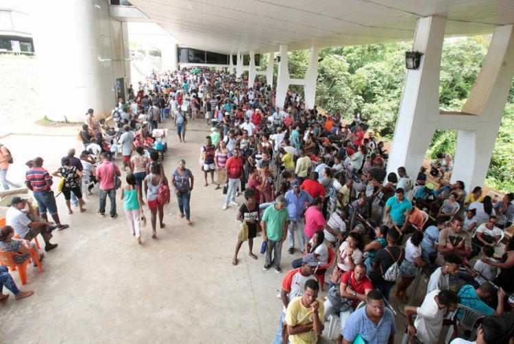 Último dia para recadastramento foi de filas extensas na sede do TRE - Foto: MIla Cordeiro   Ag. A TARDE   31.01.2018