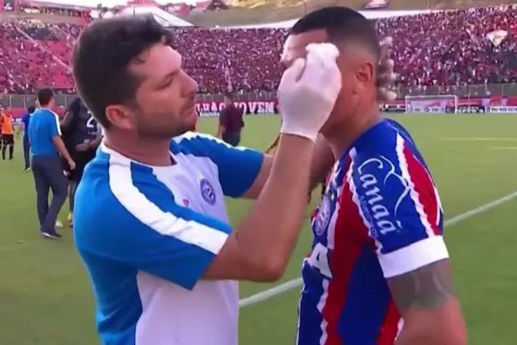 Vinícius foi agredido após comemorar gol diante do Vitória - Foto: Reprodução