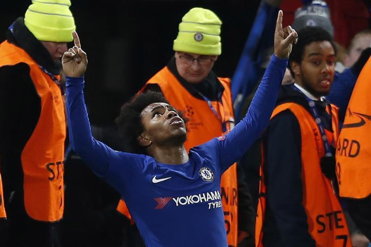 O brasileiro Willian abriu o placar para o time inglês - Foto: Ian Kington l AFP