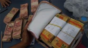 Cerca de R$ 150 mil roubados do banco foi encontrado no imóvel onde os suspeitos estavam - Foto: Divulgação | SSP