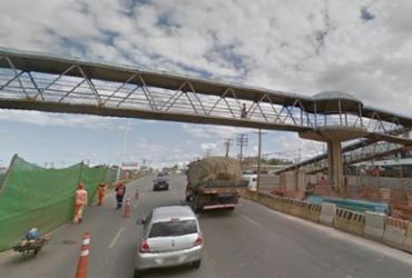 Motociclista morre ao chocar com concreto de passarela na Estação Mussurunga
