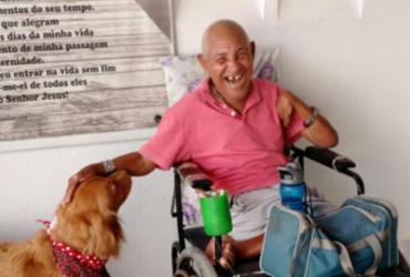 Idosos participam de terapia com cães da polícia em Feira