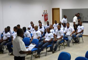 Pescadores de Alcobaça estão fazendo curso de capacitação em habilitação naval