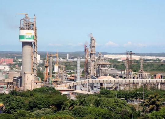Crise na Petrobras gera perda de fábrica na Bahia