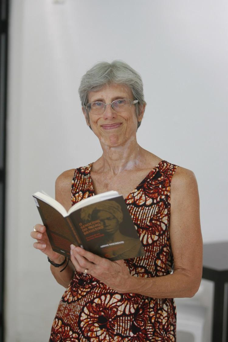A socióloga Elisa Larkin foi casada com Abdias Nascimento por mais de 30 anos - Foto: Luciano da Mata / Ag. A TARDE