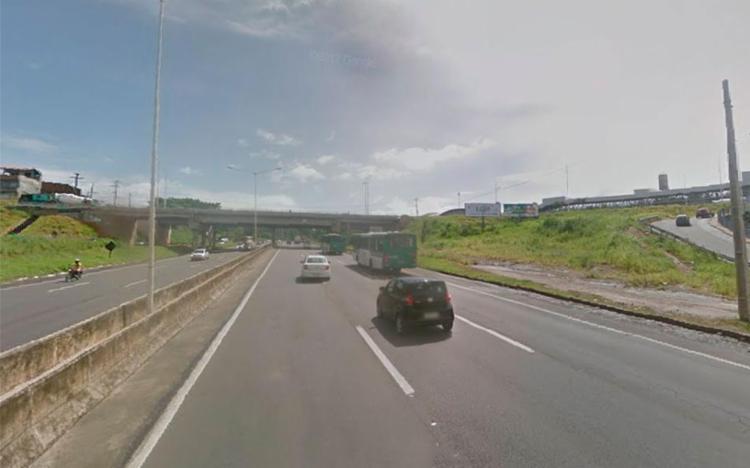 Acidente ocorreu próximo do viaduto que liga a Estação Pirajá ao bairro do São Caetano - Foto: Reprodução | Google Maps