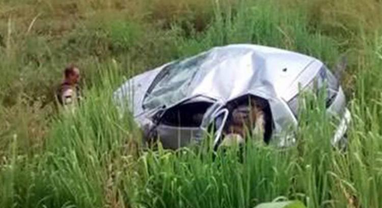 Veículo capotou próximo ao município de Itambé - Foto: Reprodução | Blog do Marcelo