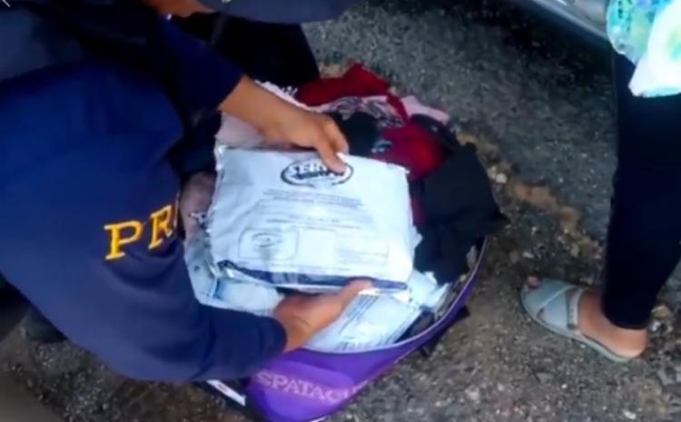 Material foi encontrado durante a fiscalização no compartimento de cargas do veículo - Foto: Divulgação | PRF