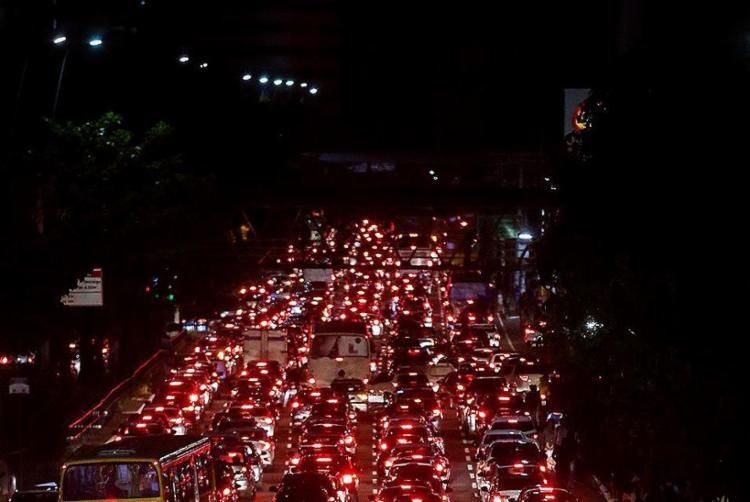 Apagão afetou o trânsito de Salvador - Foto: Raul Spinassé l Ag. A TARDE
