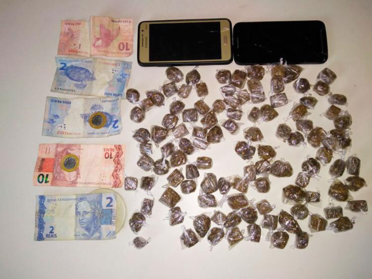 Adolescente estava com 115 trouxas de maconha e R$ 28 - Foto: Divulgação | Polícia Civil