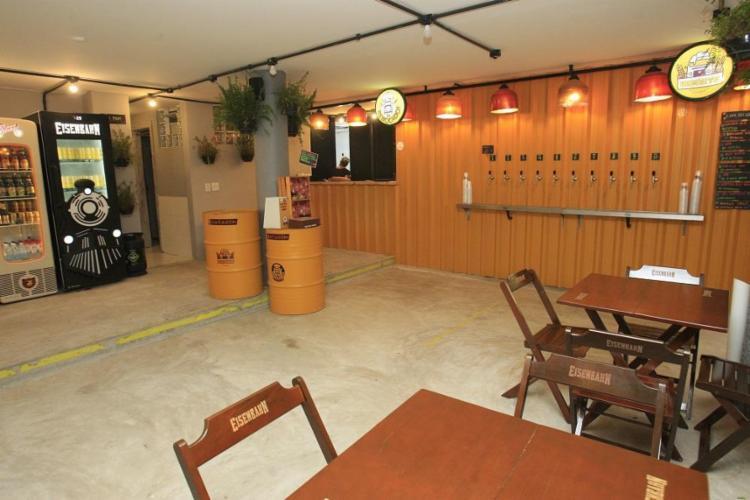 O espaço colaborativo Na Garagem, na Barra, tem apresentações de samba aos domingos - Foto: Mila Cordeiro / Ag. A Tarde