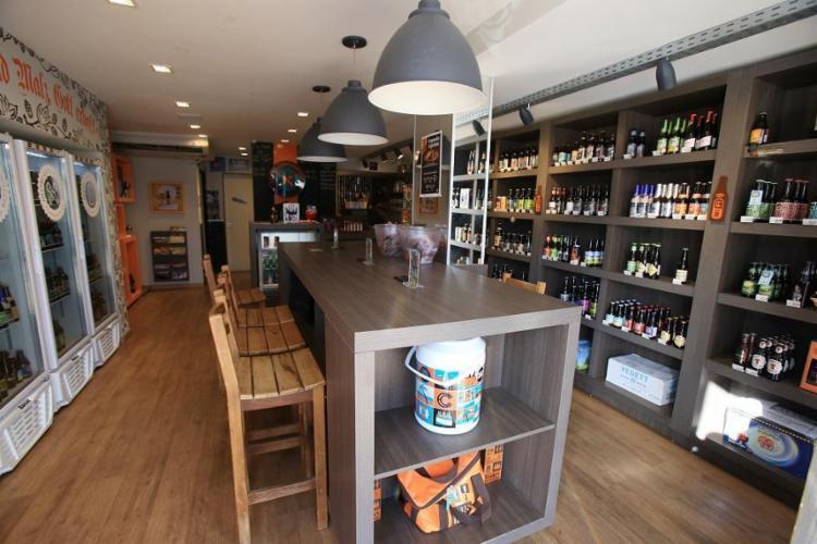 O Mestre Cervejeiro, na Pituba, investe em marcas belgas, alemãs e inglesas - Foto: Adilton Venegeroles / Ag. A TARDE
